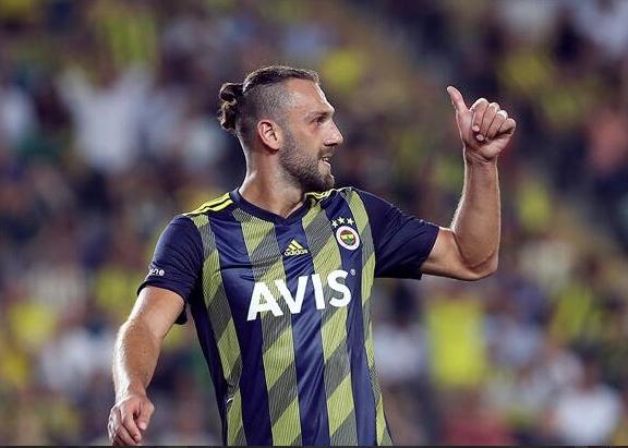 Forvet hattı için çalışmalarını sürdüren Fenerbahçe'de, Vedat Muriqi'nin Lazio'yla anlaşmasının ardından golcü arayışları hız kazandı.