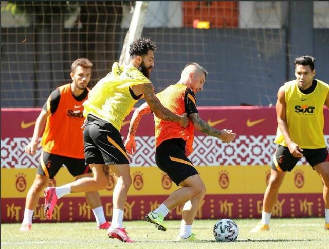 Süper Lig'de yeni sezonun başlamasına çok kısa bir süre kalmasına rağmen henüz 6 ve 8 numara transferlerini gerçekleştiremeyen Galatasaray gözünü İtalya'ya çevirmiş durumda.