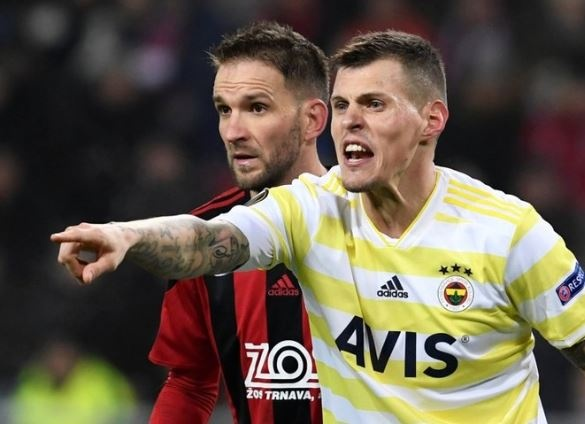 Tarihinin en kötü performansını sergileyen Fenerbahçe, yeni sezon öncesi transfer çalışmalarına başladı. Takımdan ayrılması beklenen Skertel'in yerini dünya yıldızlarıyla doldurmak isteyen Fenerbahçe, 2 aday buldu.