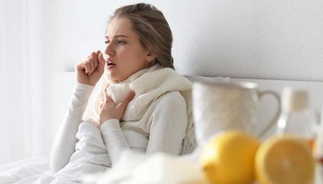 Soğuk algınlığı diğer adı ile nezle, genellikle kış aylarında ortaya çıkan burun ve boğaz hastalığıdır. Hava değişimi gibi durumlarda virüs vücuda girerek kuluçkaya yatar. Bu kuluçka süresi 1 ila 3 gündür. Bu süre içerisinde kişide burun akıntısı, hapşırma, halsizlik, iştahsızlık gibi durumlar gözükür. Hastalığın geçme süresi 1 haftayı bulabilmektedir.