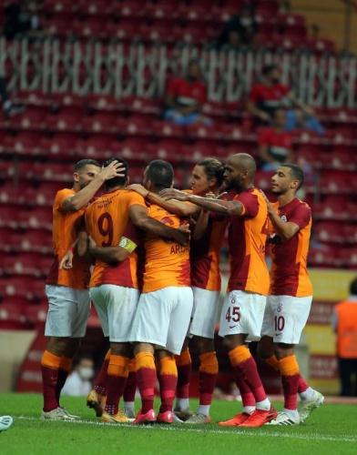 Süper Lig'e iyi bir giriş yapan Galatasaray şimdi de Avrupa'ya açılıyor. Sarı-kırmızılı ekip, UEFA Avrupa Ligi 2. Eleme Turu'nda bugün deplasmanda Azerbaycan'ın Neftçi takımı ile karşılaşacak. Başkent Bakü'deki Bakü Olimpiyat Stadı'nda yapılacak müsabaka, 19.00'da başlayacak. Mücadeleyi İskoçya Futbol Federasyonundan hakem Kevin Clancy yönetecek. Karşılaşma D Smart platformundaki Spor Smart kanalından yayımlanacak. Neftçi-Galatasaray maçını kazanan takım, adını 3. eleme tura yazdıracak.