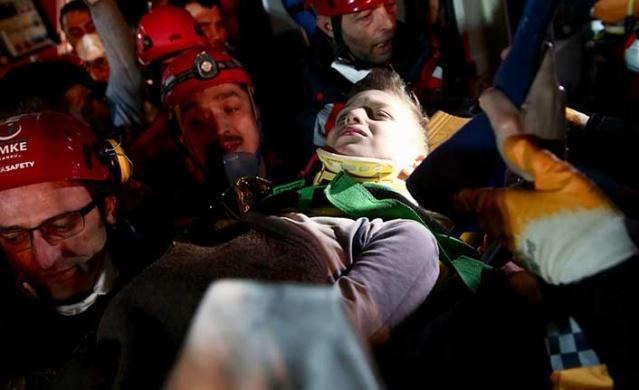 İstanbul Kartal'da dün çöken binada 3 kişinin hayatını kaybettiği, 13 vatandaşın enkazdan yaralı kurtarıldığı bildirildi. Bunlardan biri 9 yaşındaki Tayyip Mahmut Alemdar olurken...