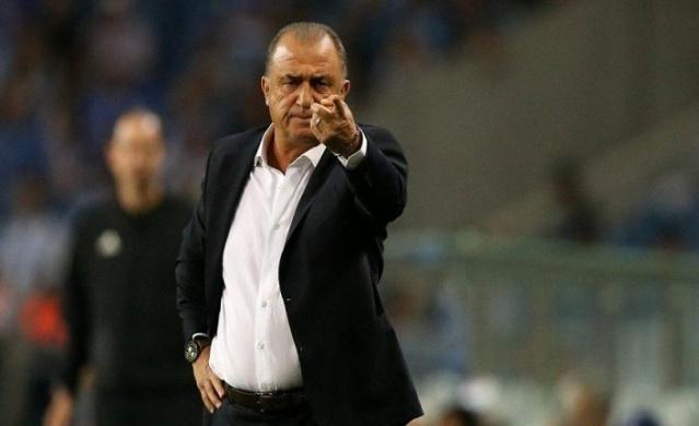 Spor Toto Süper Lig'de şampiyonluk hedefleyen Galatasaray, bir yandan da önümüzdeki sezonun kadrosu için çalışmalarını sürdürüyor. Sarı kırmızılı ekipte Terim önümüzdeki sezon kadroda düşünmediği 4 ismin biletini kesti.