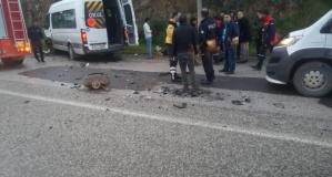 Alkollü şoförün sürdüğü otomobil okul servisi ile çarpıştı