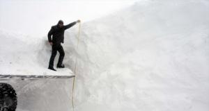 'Kar kaplanları' mücadele veriyor: 5 metreye ulaştı