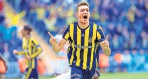 Adı Fenerbahçe ile anılan Özil'il teknik direktörü konuştu: Mesut'un artık...