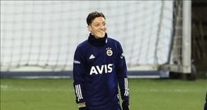 Mesut Özil'in ardından Fenerbahçe'ye bir dünya yıldızı daha