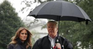 Melania ıslandı, Trump umursamadı