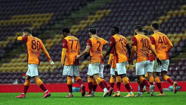 Galatasaray'da transfer listesinin başında bulunan İrfan Can transferi Medipol Başakşehir'in olumsuz tavrı nedeniyle zora girdi.
