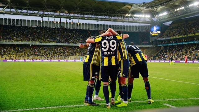 Mesut Özil ve Attila Szalai takviyeleriyle kadrosunu güçlendiren, gelecek sezon için de Samuel Osayi ile anlaşan Fenerbahçe, transferde hız kesmiyor.