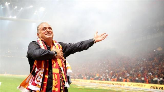 Süper Lig'de önümüzdeki günlerde başlayacak ara transfer dönemi için çalışmalarını hızlandıran Galatasaray'da taraftarı heyecanlandıran gelişmeler yaşanıyor.