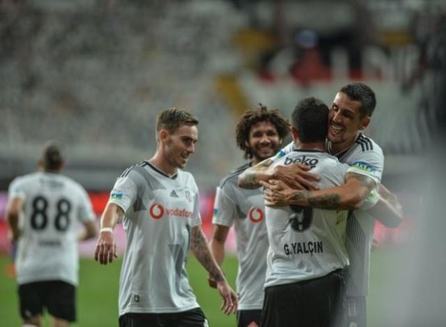 Süper Lig'in 31. haftasında Beşiktaş, Vodafone Park'ta konuk ettiği Kasımpaşa'yı Boyd, Boateng ve Güven Yalçın'ın attığı gollerle 3-2 mağlup ederek üçüncülük iddiasını sürdürdü.