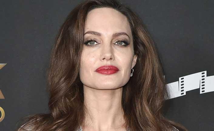 Angelina Jolieden siyasete yeşil ışık