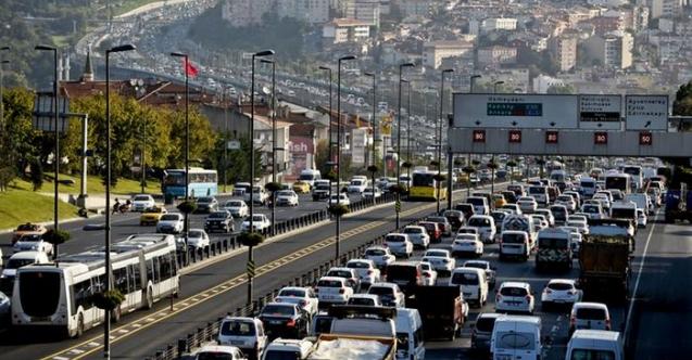 Tam kapanma bitti, İstanbul trafiği kilitlendi