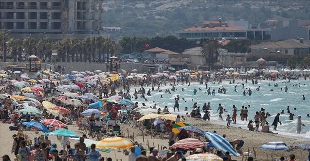 Turistik ilçelerde yoğunluk devam ediyor