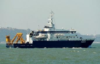 Düşen uçağı arayacak Rus gemisi İstanbul'dan geçti