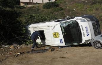 Öğrenci servis kaza yaptı: 4 öğrenci yaralı