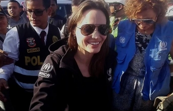 """Angelina Jolie CIA ajanı"""