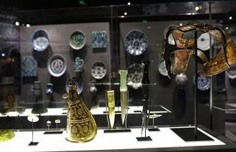 İslam sanatının eşsiz örnekleri Paris'te sergileniyor