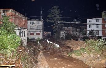 Karadeniz'de yağış yolları vurdu