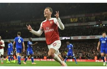 Mesut Özil'den unutulmayacak bir performans