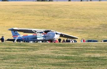 Uçak kalabalığın arasına daldı