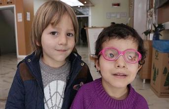 Anne karnında kapanan gözleri Türkiye'de ışığa kavuştu