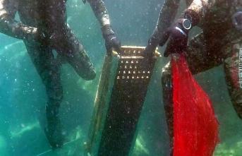 Bodrum'da denizden küvet, televizyon çıkarıldı