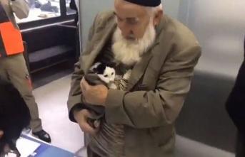 Hasta kediyi ceketinin içinde kliniğe getirdi