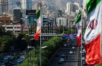 İran'da yüzlerce üst düzey yetkili istifa etti