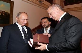 İşte Cumhurbaşkanı Erdoğan'ın Putin'e hediye ettiği kitaplar
