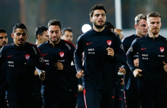 Serdar Aziz'den sonra Hakan Çalhanoğlu...