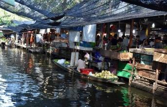 Tayland'ın yüzen pazarları turistleri çekiyor