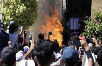 WhatsApp'tan yayılan sahte haber yüzünden yakıldılar