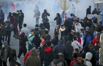 Fransa'da 700'den fazla lise öğrencisi gözaltına alındı