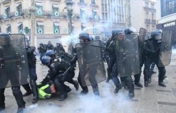 Fransa'da 'sarı yeleklilerin' gösterilerinde polis şiddetine soruşturma