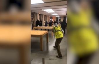 Fransa'daki göstericiler, Apple mağazasını yağmaladı!