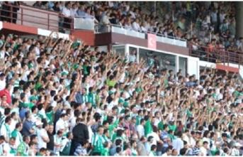 """Giresunsporlu taraftarlar, """"Fenerbahçe Kümeye"""" tezahüratında bulundu"""