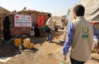 İHH'nın gıda yardımları Yemen'de dağıtılıyor