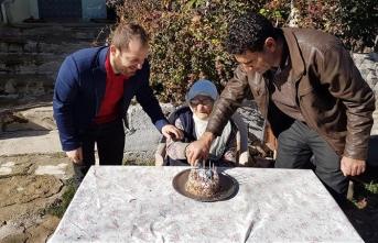 İlk doğum gününü 102 yaşında kutladı