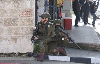İsrail askerleri Filistin resmi haber ajansını bastı