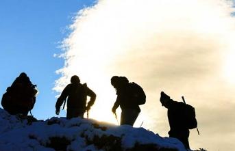 Şehidin anısına dağa tırmandılar