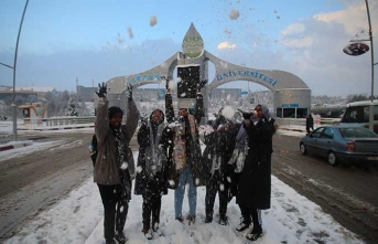 Afrikalı öğrenciler ilk defa karla buluştu