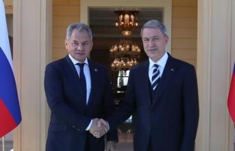 Bakan Akar ile Rus mevkidaşı Suriye'yi görüştü