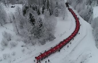 Bugün binlerce kişi kar üstünde yürüdü