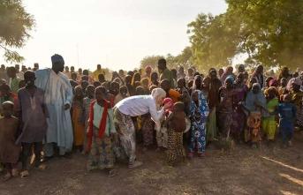 Gamze Özçelik Kamerun'da su kuyuları açtı