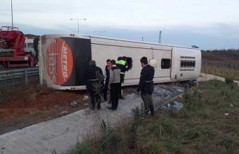 İstanbul'da yolcu otobüsü devrildi: Yaralılar var