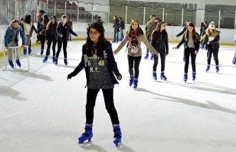 """İzmir Büyükşehir'den çocuklara buz üzerinde """"sıcacık"""" bir jest"""