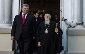 Poroşenko milliyetçi Kilise özgürlüğünün belgesini aldı