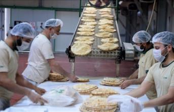 Sınır ötesine 8 yıldır sıcak yemek ve ekmek ulaştırıyorlar